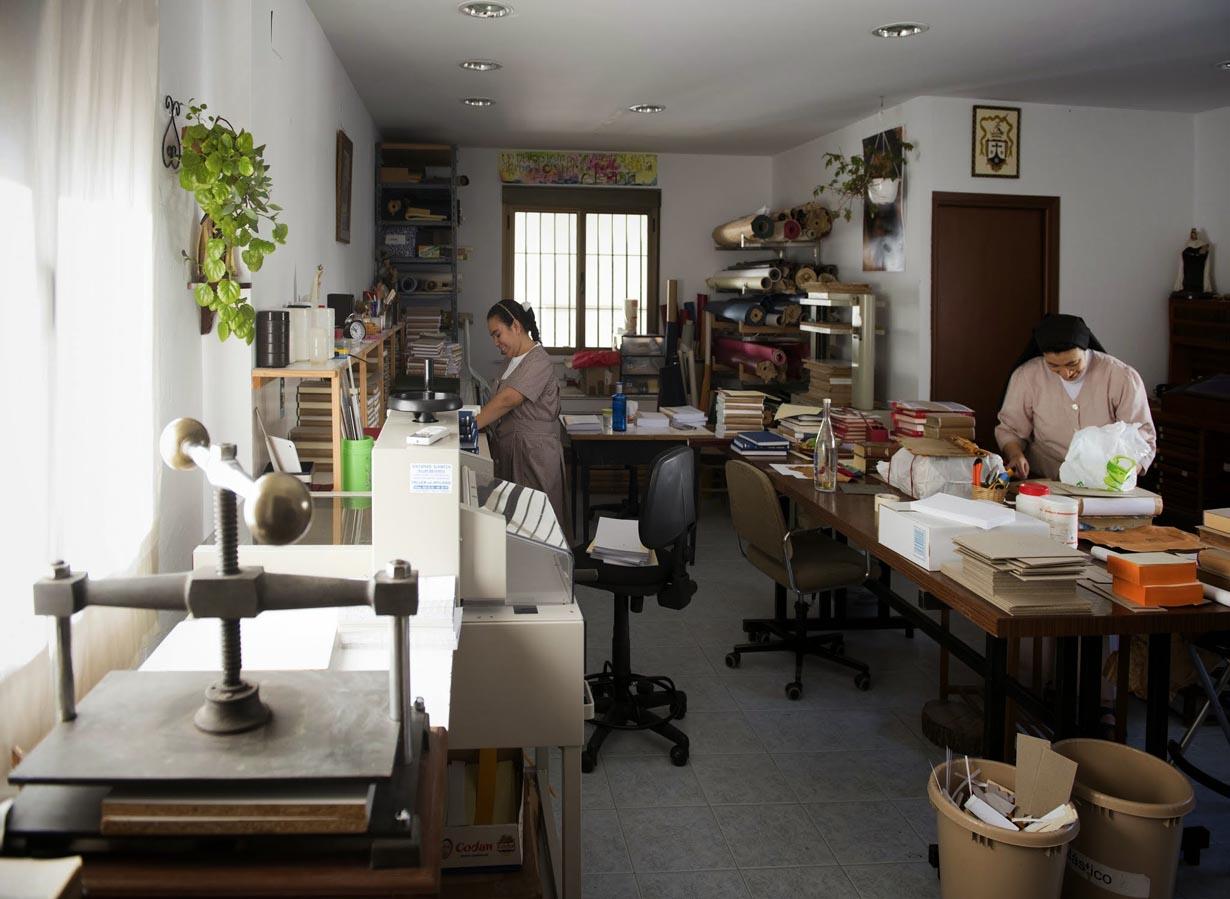 Trabajo: Encuadernación y restauración de libros