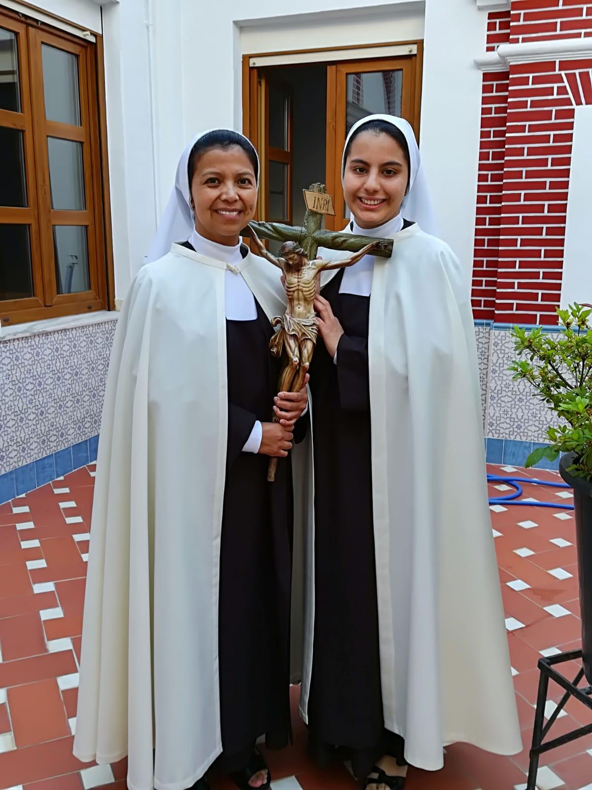 Toma de hábito en el Carmelo de Ntra. Sra. de los Ángeles de Badajoz